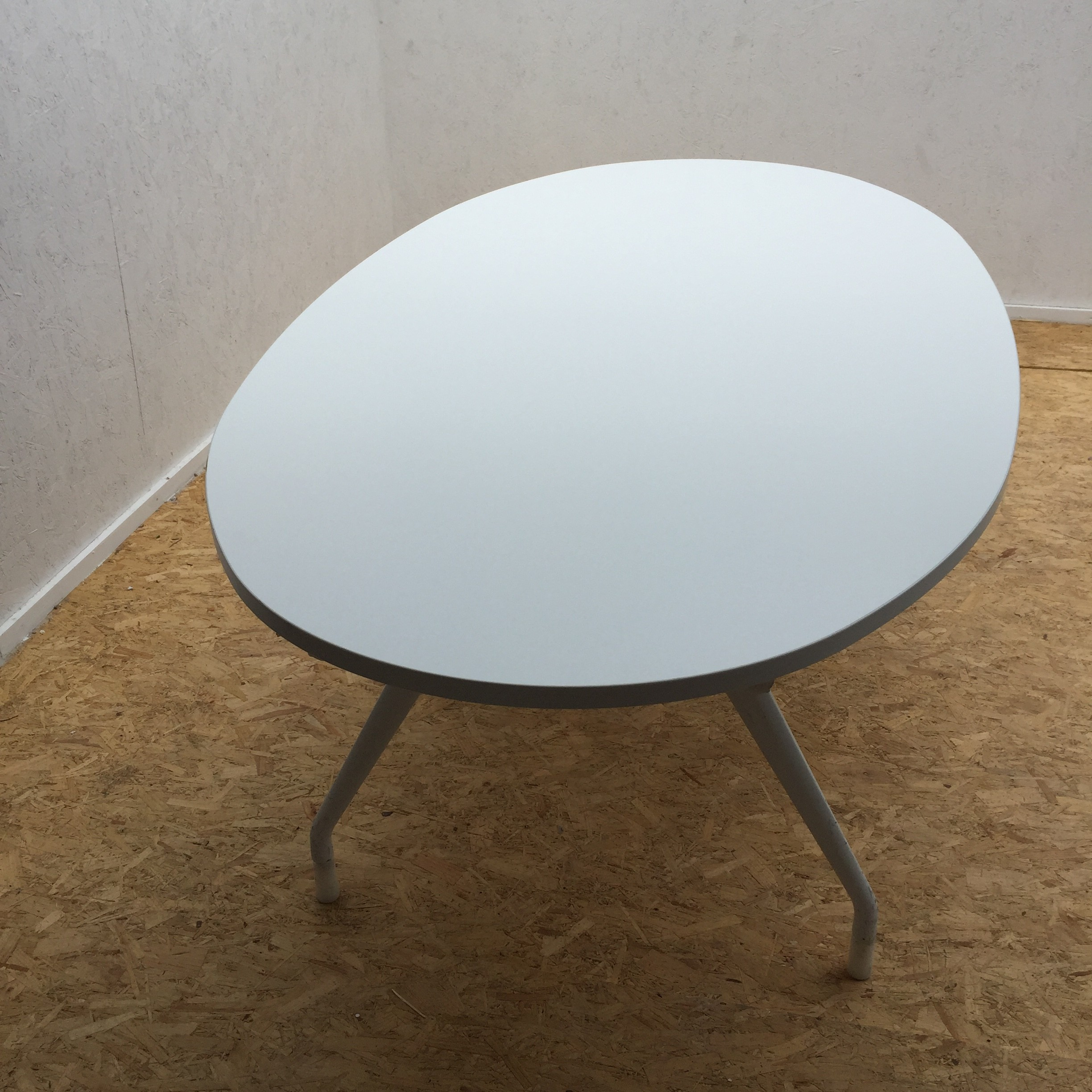 Picture of: White Oval Meeting Table By Herman Miller Office Kit
